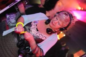 Bei einer Silent Disco bekommt jeder Teilnehmer seine eigenen drahtlosen Kopfhörer