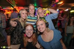 Bei einer Silent Disco bekommt jeder Teilnehmer seine ganz persönlichen Kopfhörer